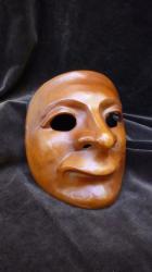 masque-en-cuir-de-caractere-de-den.jpg