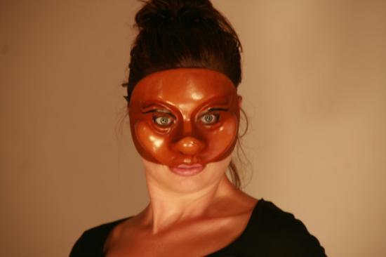 servante-masque-de-den.jpg